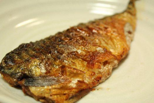DHAやEPAなどの不飽和脂肪酸が豊富な魚料理