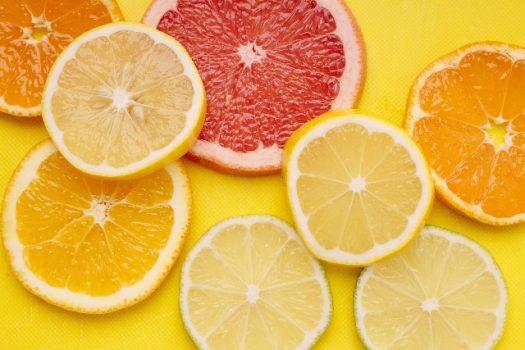 様々な柑橘類のスライス