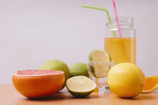 果物や野菜の果汁を絞ってできるジュース